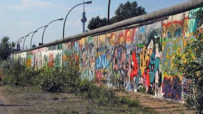 """30 عاما على سقوط """"جدار العار"""" في برلين"""