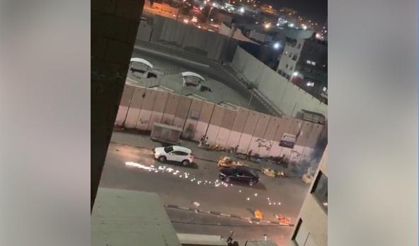 فيديو.. اندلاع مواجهات مع قوات الاحتلال على حاجز مخيم شعفاط