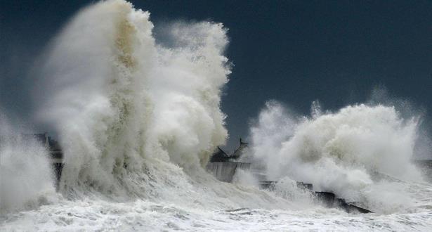نشرة خاصة: أمواج خطيرة يتراوح ارتفاعها بين 3 و6 أمتار بين كاب مالاباطا وآسفي