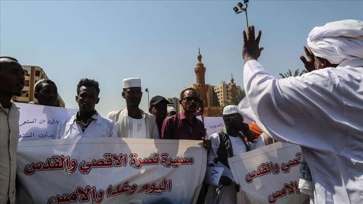 الخرطوم.. مظاهرات عقب صلاة الجمعة تنديدا بلقاء البرهان ونتنياهو