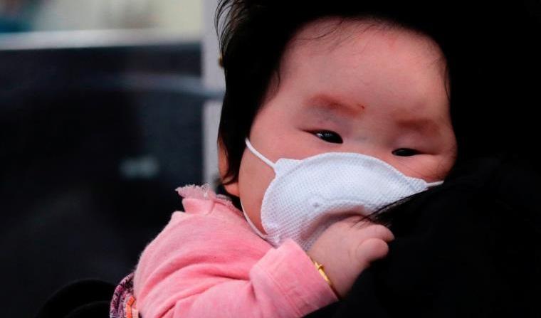 مخاوف من تأثير كورونا على قطاع الطيران.. الصحة العالمية تحذر من إصابات لا علاقة لها بالصين