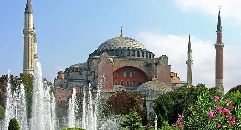خلال عام واحد.. مسجد آيا صوفيا يستقبل 3 ملايين زائر