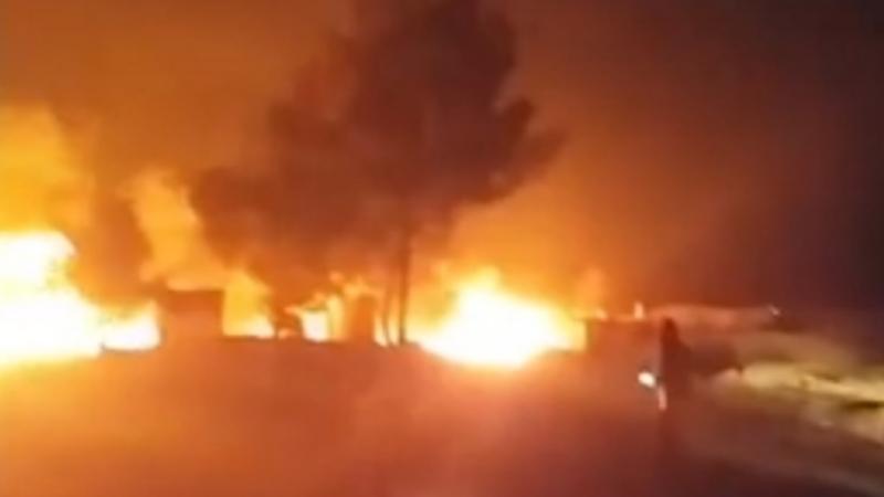 """بالفيديو.. غارة """"روسية"""" تضرب قافلة نفط تركية"""