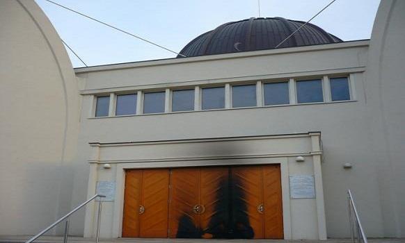 أنصار عدو المسلمين «خيرت فيلدرز» يدعون لإحراق المساجد في هولندا