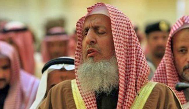 شاهد.. جندي سعودي ينتقد الرقص باليوم الوطني لبلده والمفتي لا يعلق على ذلك!!