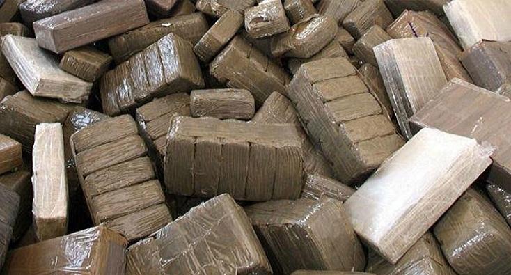 """القبض على سائق """"ميني بيس"""" محملة بمخدر الشيرا بالقنيطرة"""