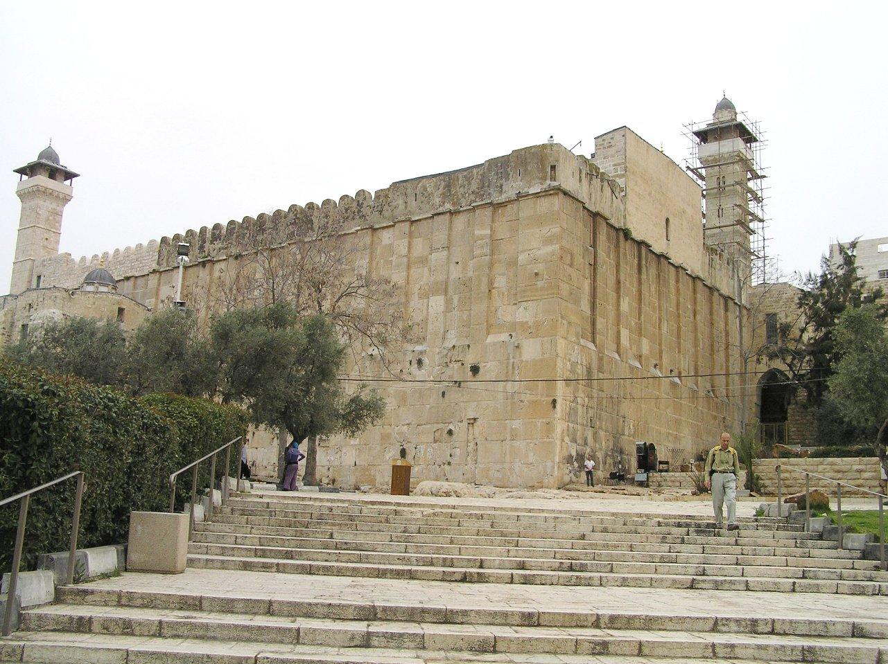 إسرائيل منعت الأذان بالمسجد الإبراهيمي 294 مرة في 6 أشهر