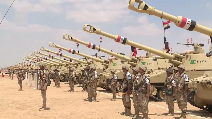الجيش المصري يحظر استيراد أو تصنيع أقمشة أو ملابس عسكرية