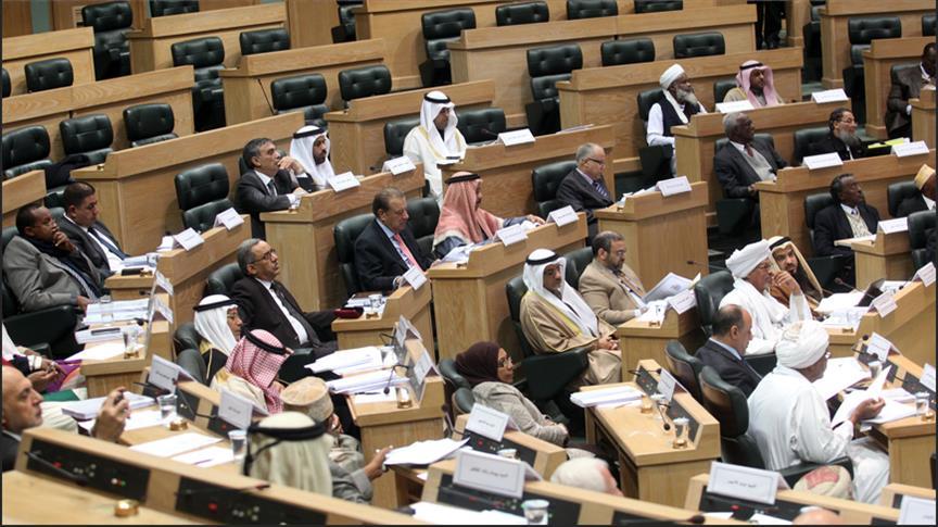 """البرلمان العربي يطالب مجلس الأمن بإلزام إيران """"بوقف تهريب"""" الأسلحة للحوثيين"""