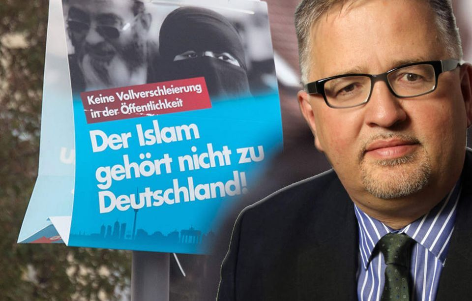 سياسي بحزب ألماني متطرف معاد للمسلمين يعتنق الإسلام
