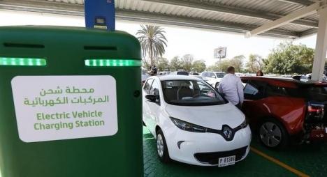 بريطانيا ستحظر سيارات البنزين والسيارات الهجينة ابتداء من 2035