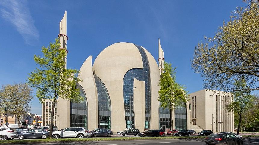 ألمانيا تبحث فرض ضرائب على مساجدها