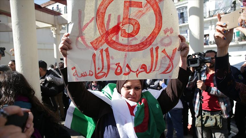 معارض جزائري: الشعب يريد رحيل السلطة وليس تمديد عمرها