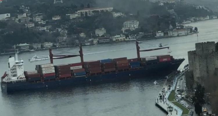 بالفيديو.. تركيا تغلق مضيق البوسفور مؤقتا بعد اصطدام سفينة شحن بضفته