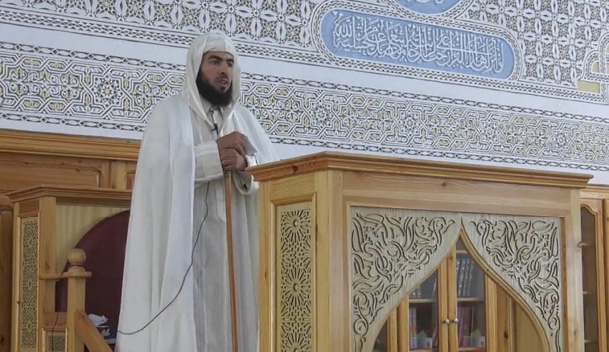 """توقيف الخطيب السلاوي زهير لعزيز أبو العلاء بعد حديثه عن """"علماء السوء"""" في آخر خطبة له (فيديو)"""